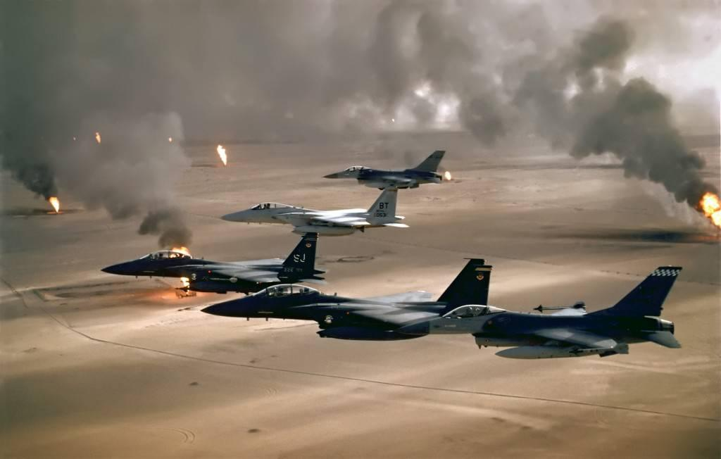 Planes fly over Iraq oil field